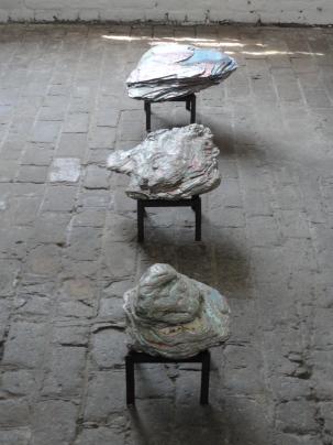 (de bas en haut) Caillou, Pierre et Roche, installation lors de ARTour 2017