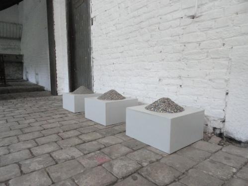 Terrils, 2017, socle en bois, sédigraffite